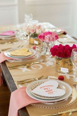 gold love table