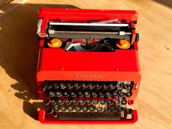 Olivetti Valentine 1969 – Vintage Red Typewriter